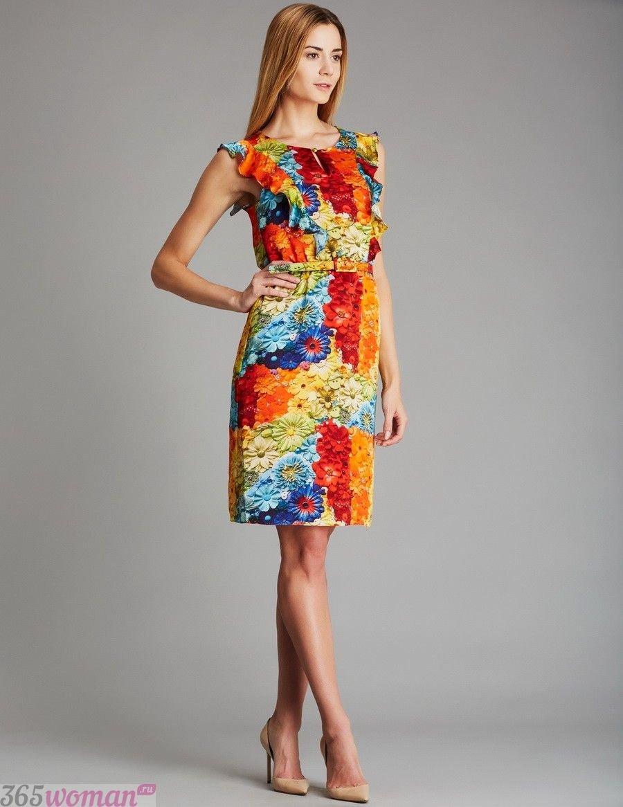 яркое платье до колена
