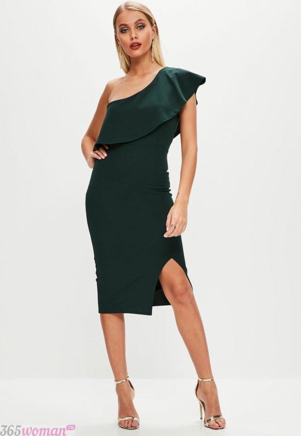 что одеть на день святого валентина 2021: черное платье на одно плечо