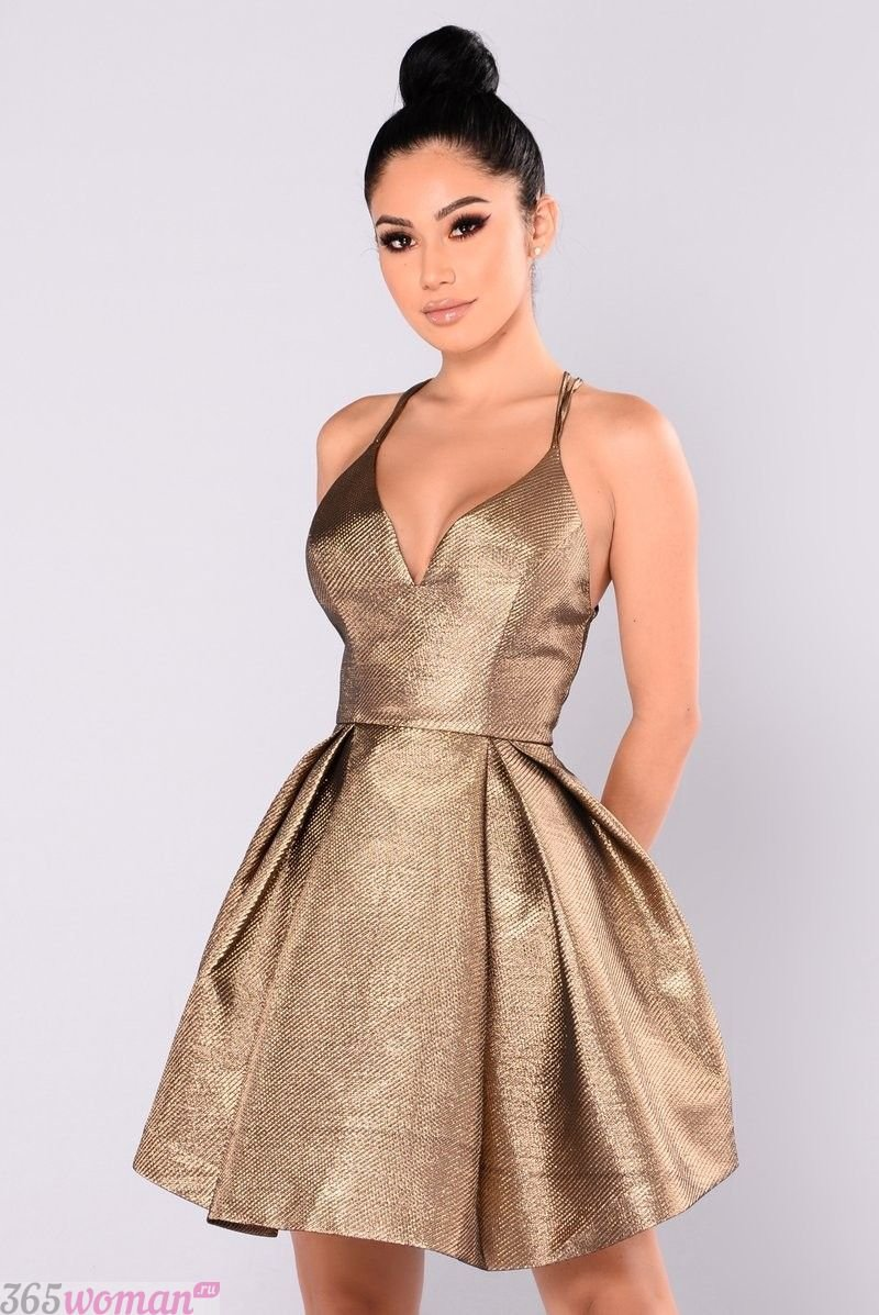 блестящее платье на бретелях с пышной юбкой
