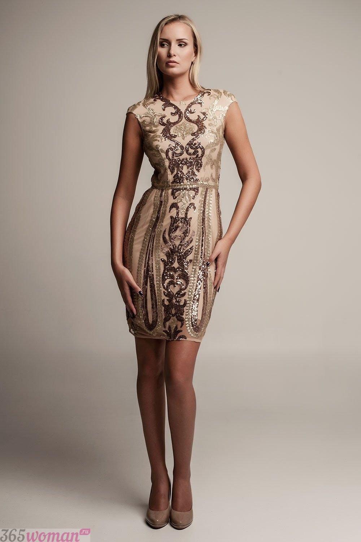 бежевое приталенное платье с вышивкой