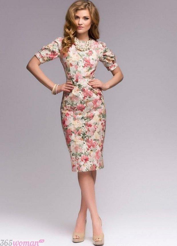 что одеть на день святого валентина 2021: платье футляр цветочный принт