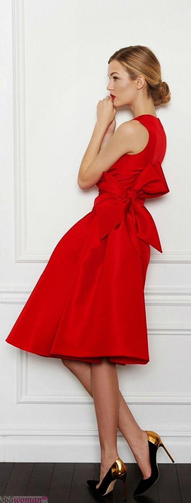 что надеть на день святого валентина 2019: красное платье с бантом на боку