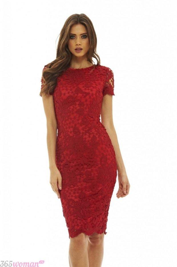 что одеть на день святого валентина 2021: красное кружевное платье футляр
