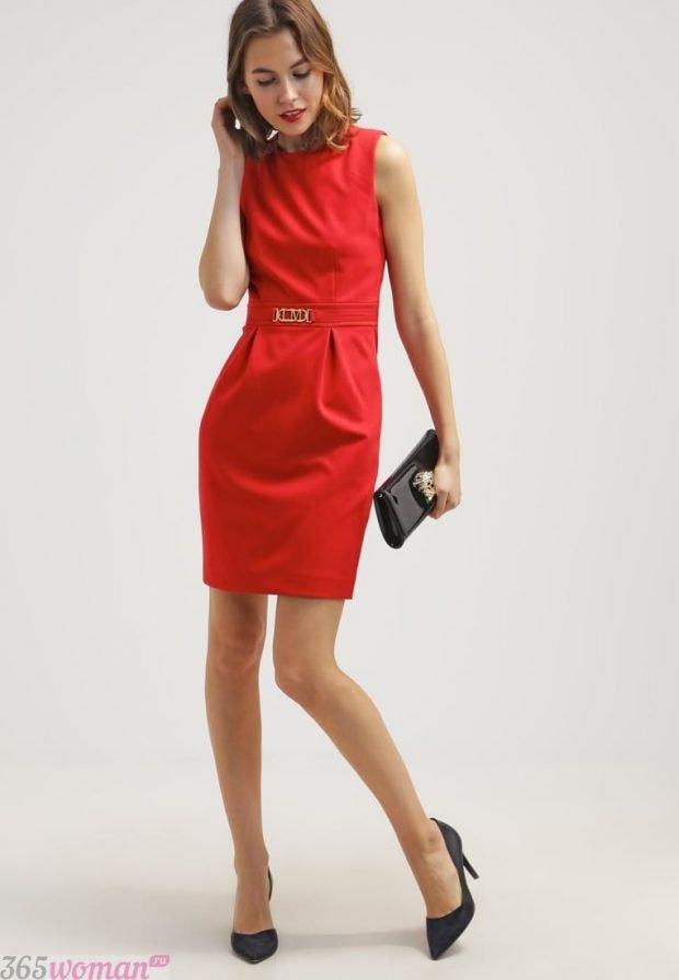 что одеть на день святого валентина 2021: красное платье футляр