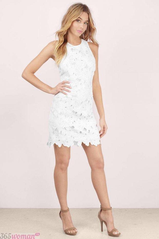 что одеть на день святого валентина 2021: белое короткое платье из кружева