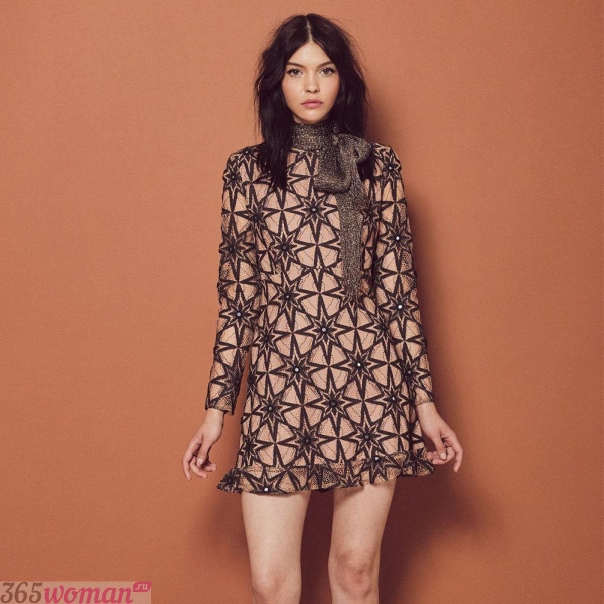 короткое свободное платье пастельного оттенка