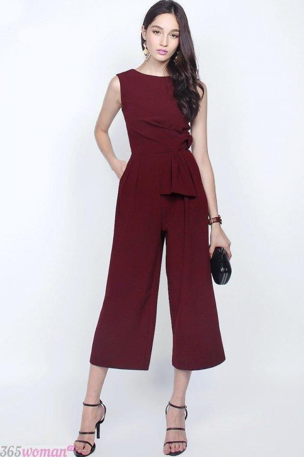 что одеть на день святого валентина 2021: бордовый комбинезон с кюлотами
