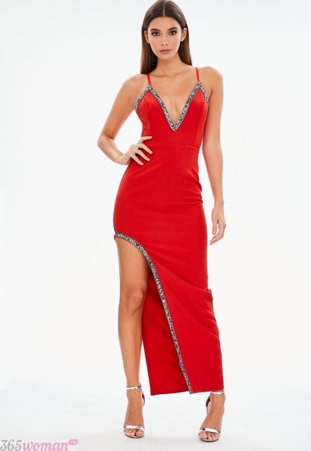 что одеть на день святого валентина 2021: красное длинное платье с разрезом