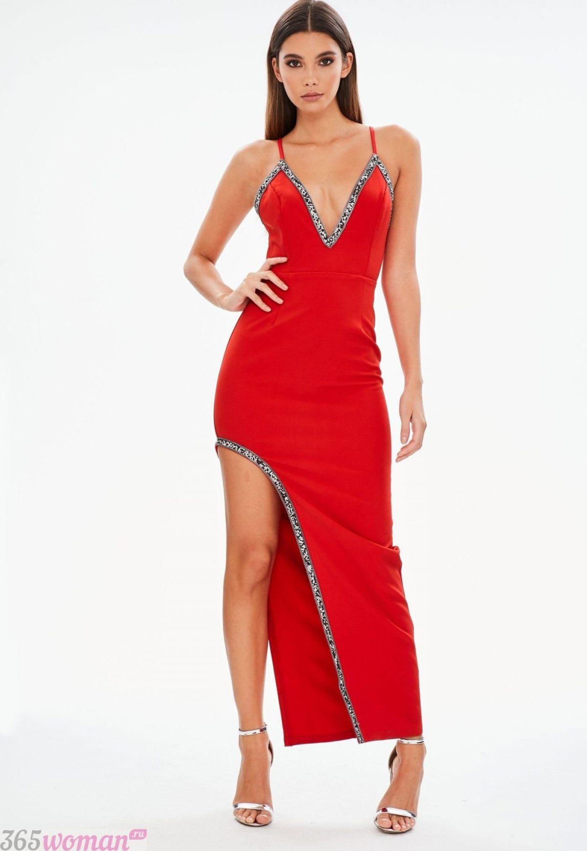 что одеть на день святого валентина 2019: красное длинное платье с разрезом