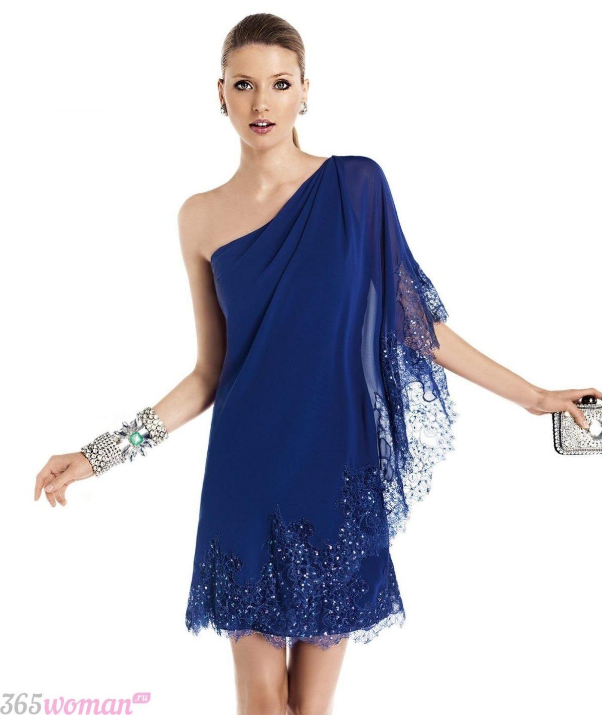 что одеть на день святого валентина 2019: синее свободное платье на одно плечо