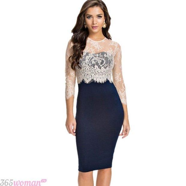 Что одеть на новогодний корпоратив: темно-синее платье со светлым кружевом