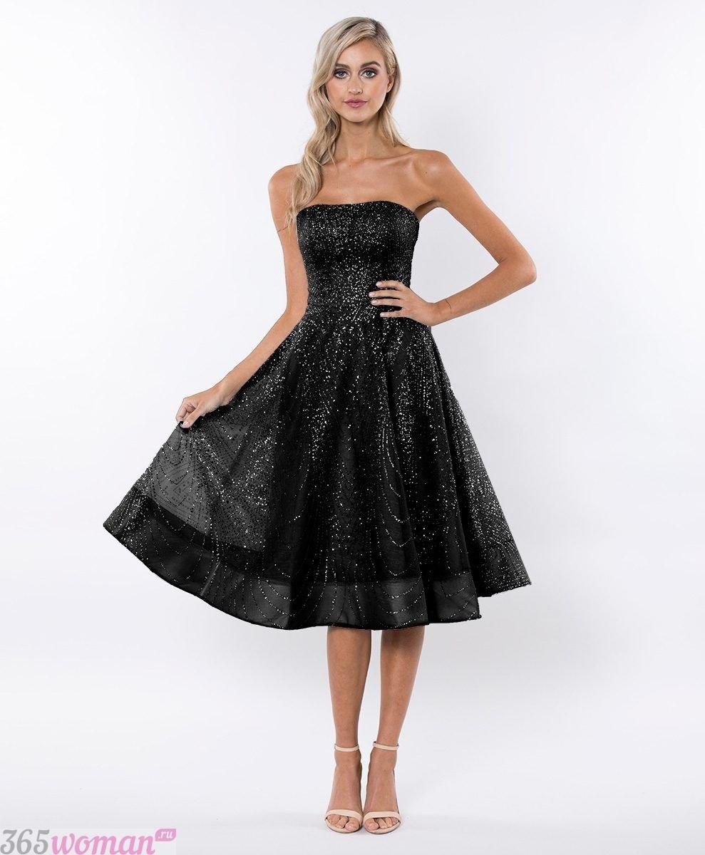 Что одеть на новогодний корпоратив: черное платье миди