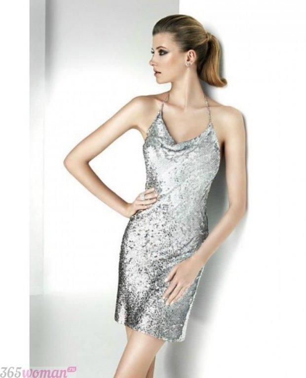 Что одеть на новогодний корпоратив 2021: короткое серебристое платье