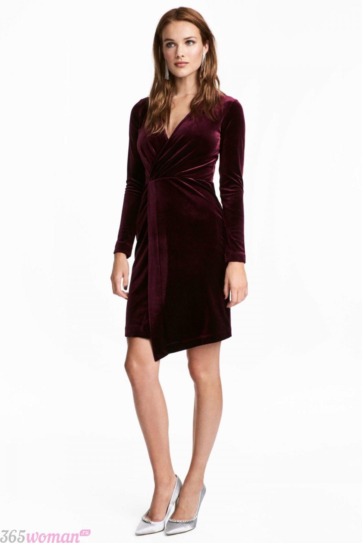 Что одеть на новогодний корпоратив: бархатное платье цвета марсала