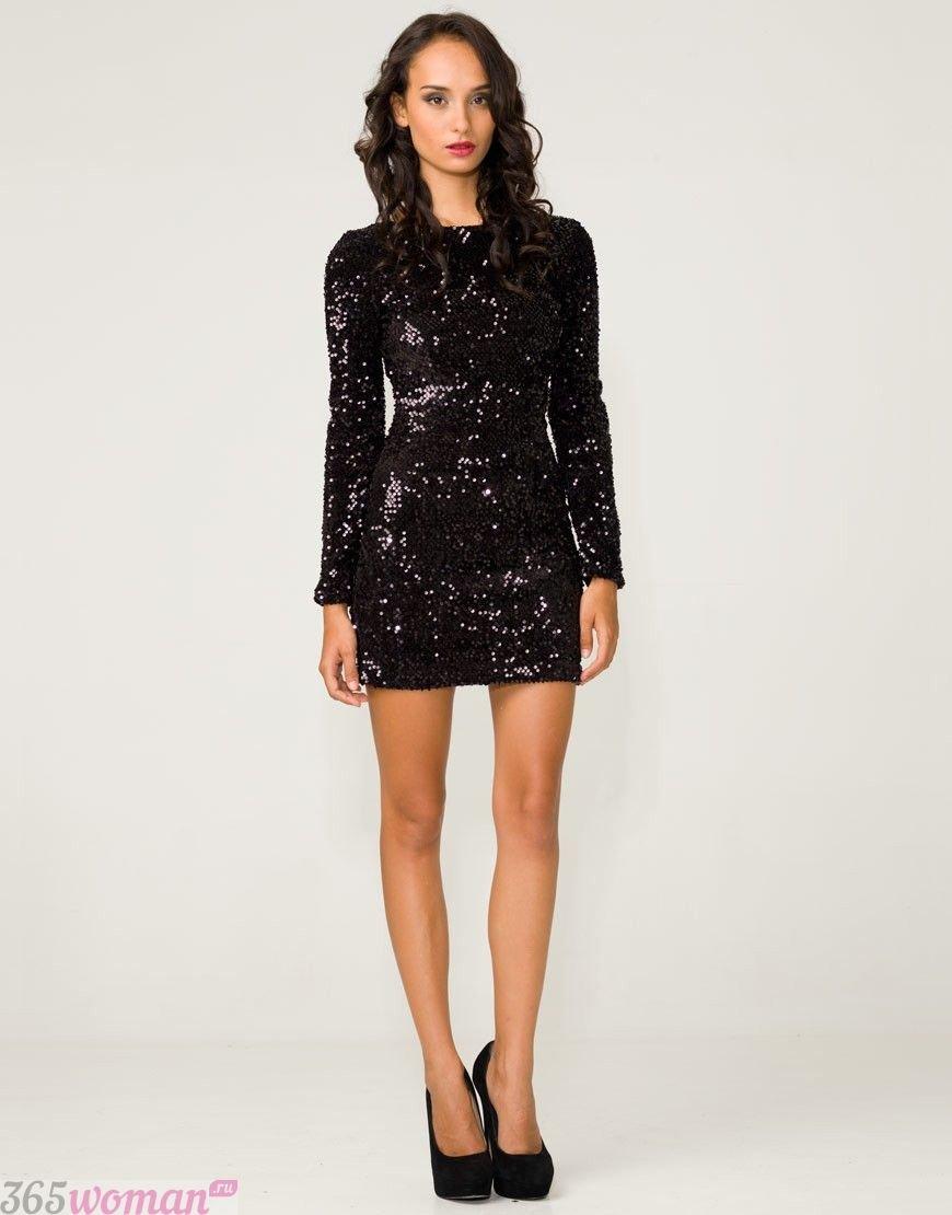 Что одеть на новогодний корпоратив: черное платье в пайетках с длинным рукавом