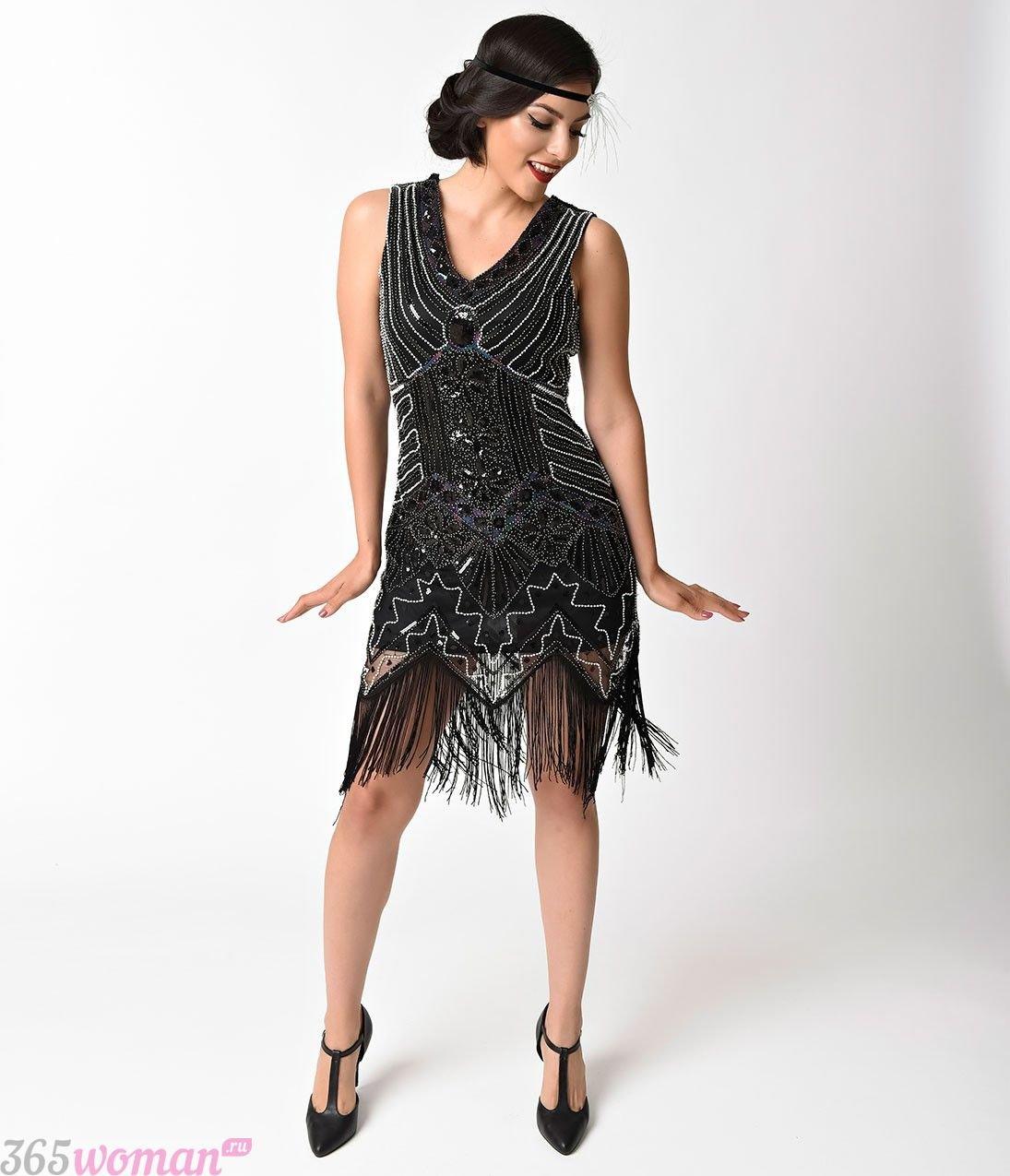 Что одеть на новогодний корпоратив: черное платье на новый год в стиле ретро