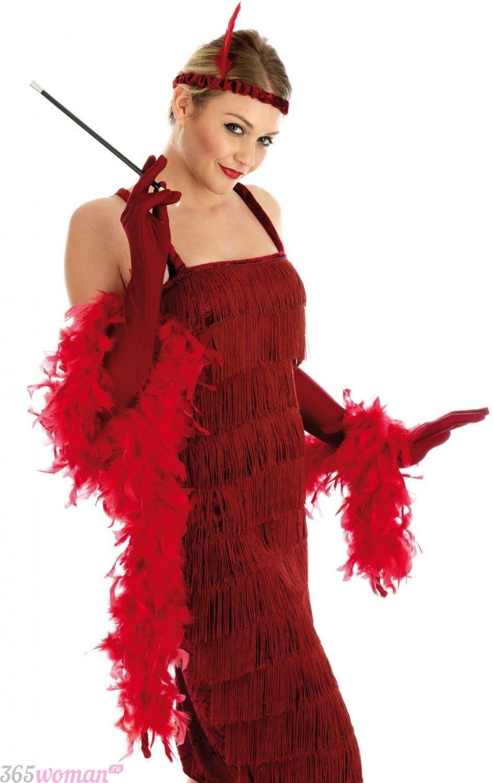 Что одеть на новогодний корпоратив: красное новогоднее платье и аксессуары в стиле ретро