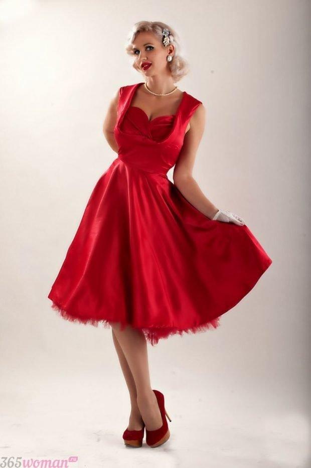 Что одеть на новогодний корпоратив: красное ретро платье для корпоратива