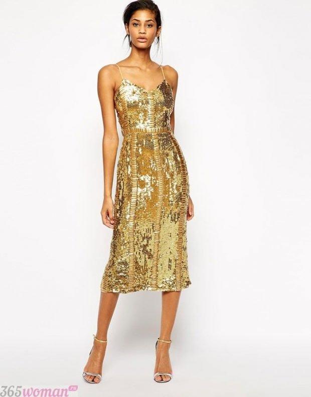 Что одеть на новогодний корпоратив: платье миди золотого цвета