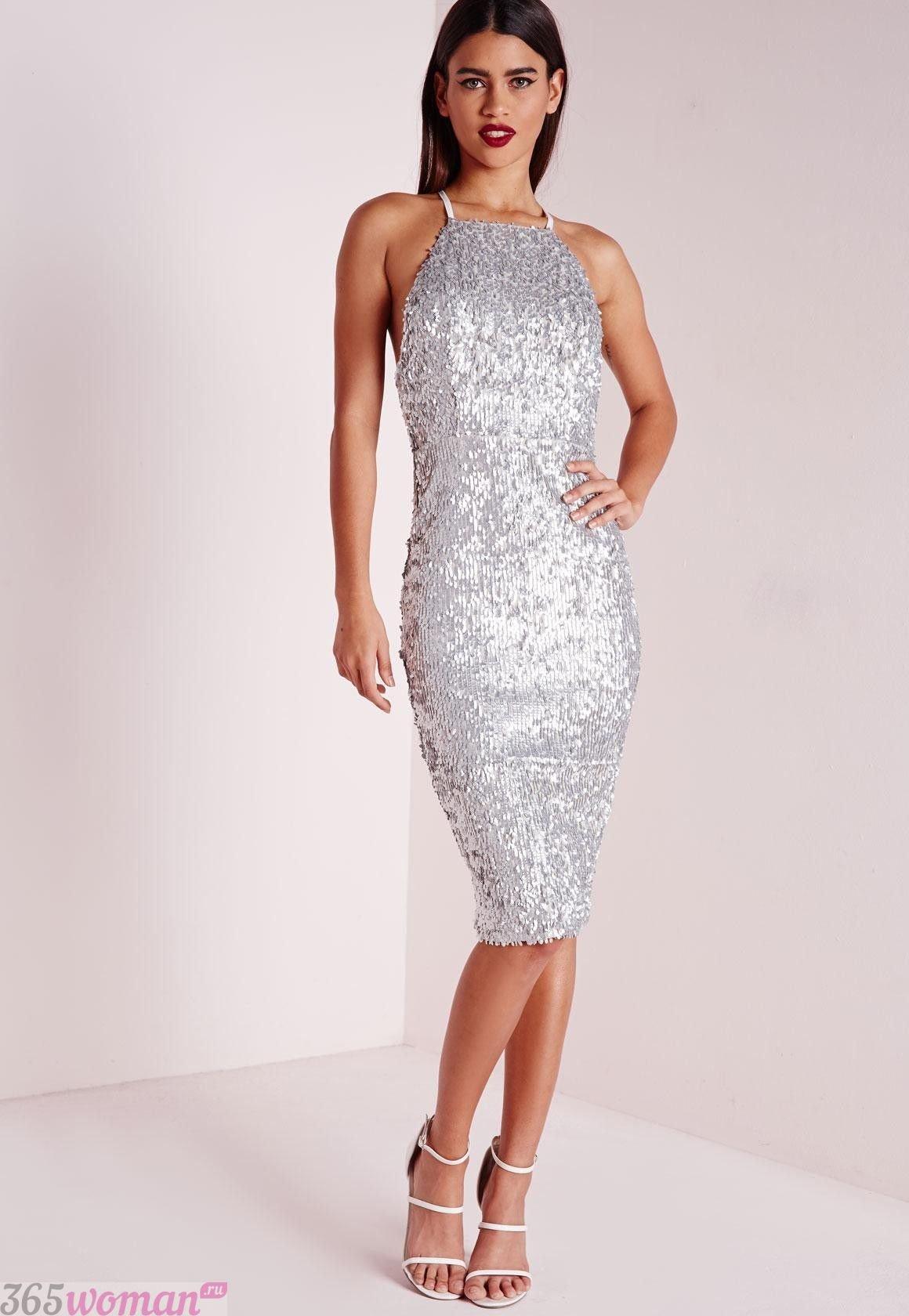 Что одеть на новогодний корпоратив 2020: серебристое платье футляр без рукавов