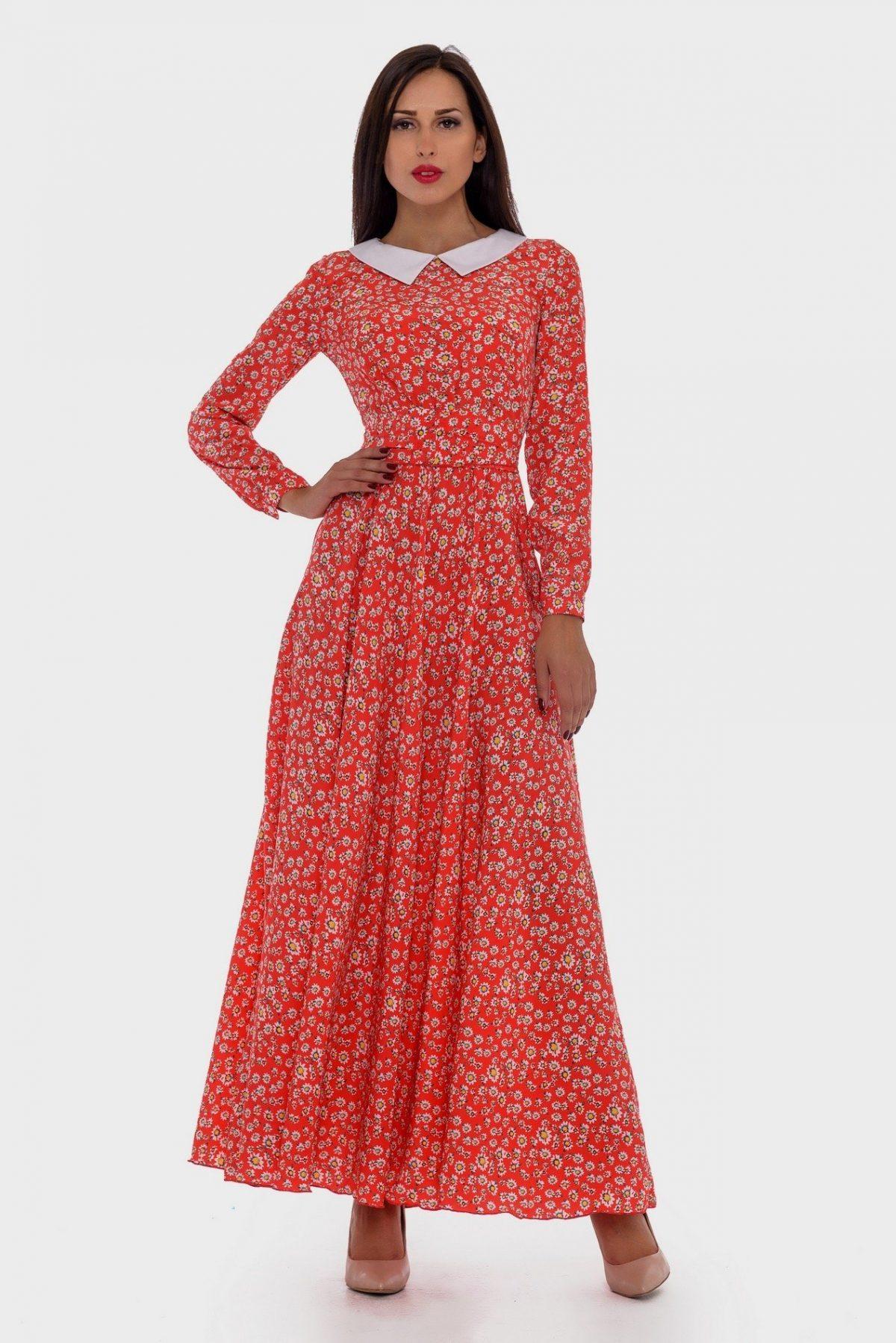 длинное коралловое платье с принтом с чем носить