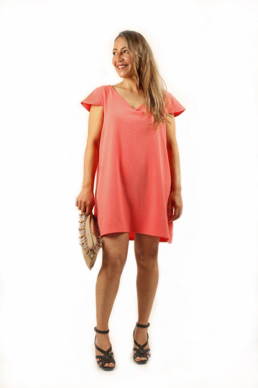 свободное короткое коралловое платье с чем носить
