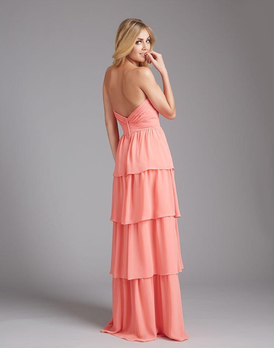 длинное коралловое платье многоярусное с чем носить