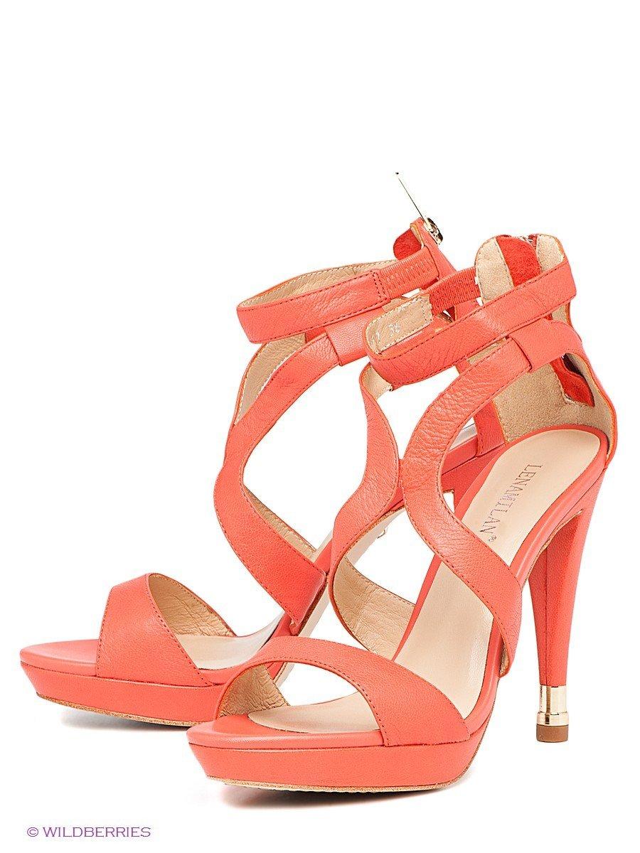 с чем носить коралловые босоножки на высоком каблуке
