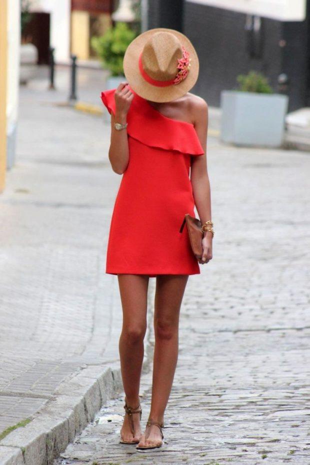 с чем носить коралловое платье с воланом и шляпа