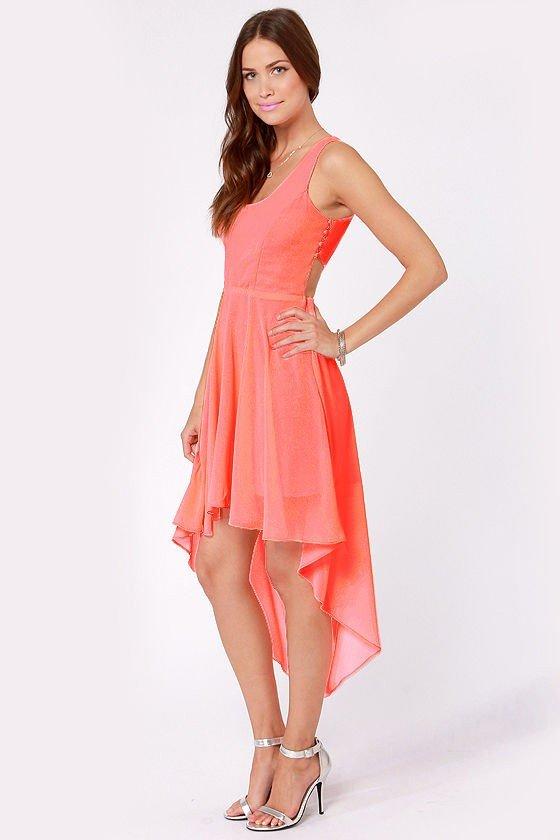 с чем носить коралловое платье удлиненное сзади