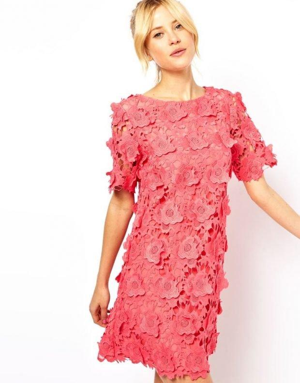 с чем носить короткое коралловое платье с объемными цветами