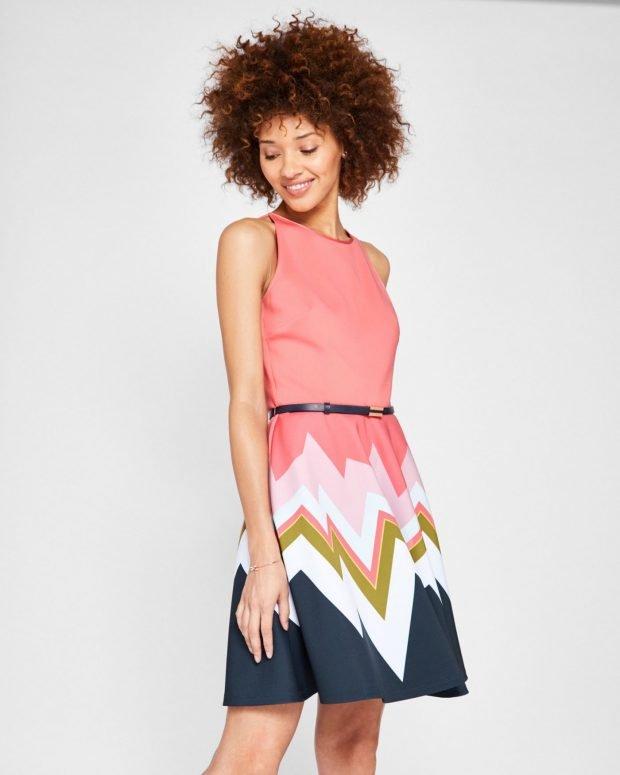 с чем носить коралловое платье с разноцветной юбкой