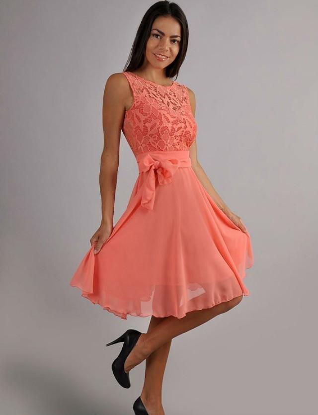 легкое коралловое платье и черные туфли с чем носить
