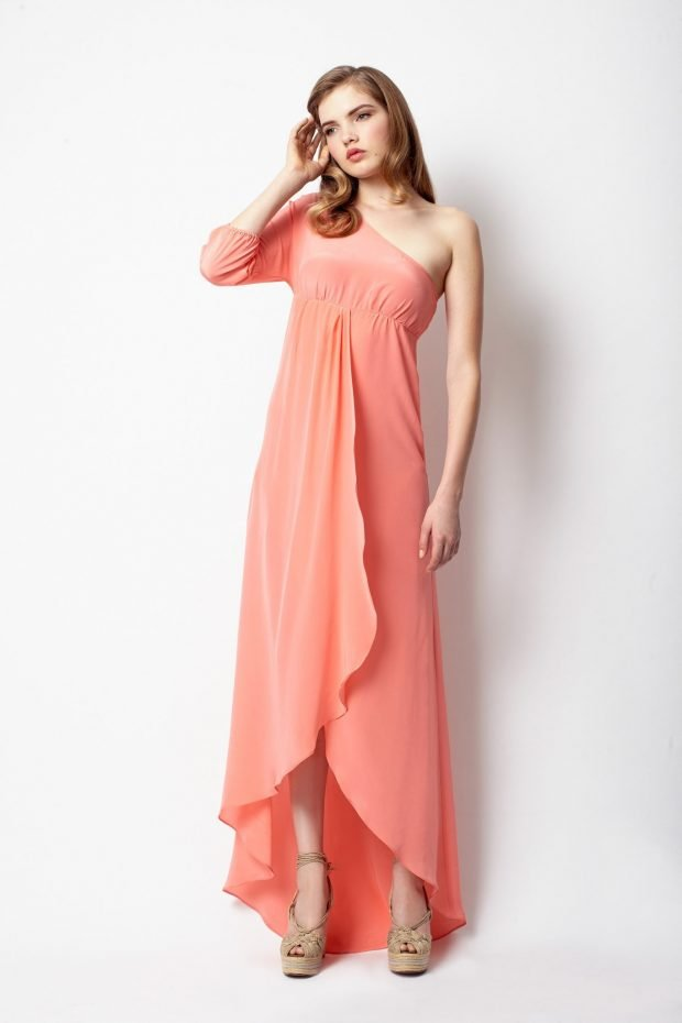 с чем носить коралловое платье: легкое на запах