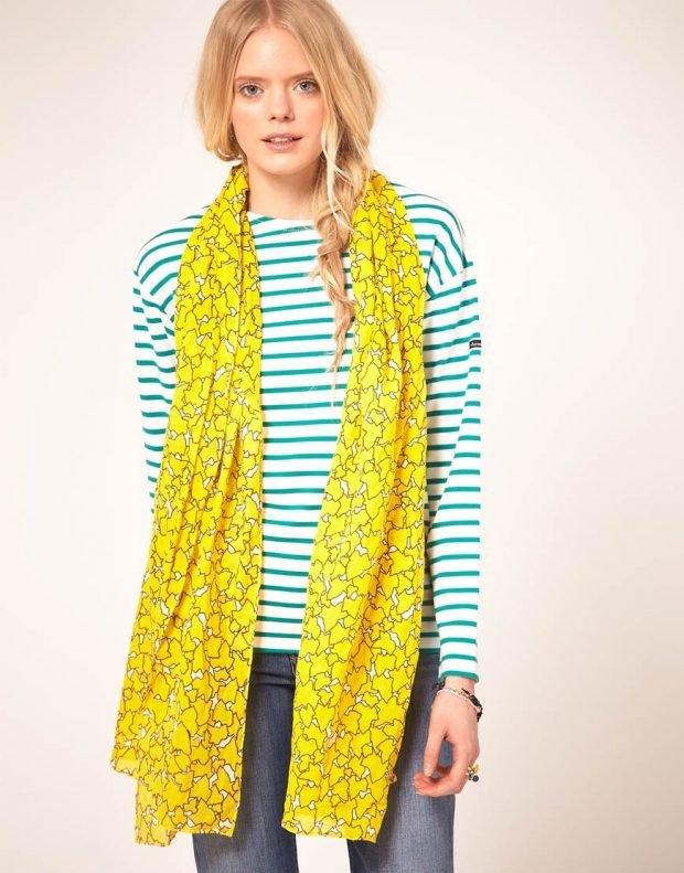 модные шарфы 2019 2020: желтый с принтом