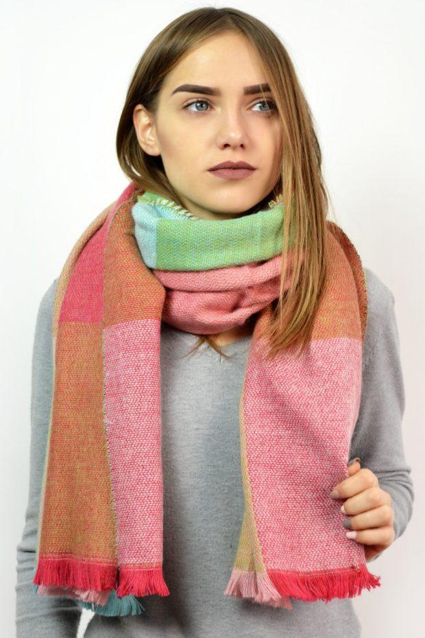 шарфы 2019 2020: тканевый яркий