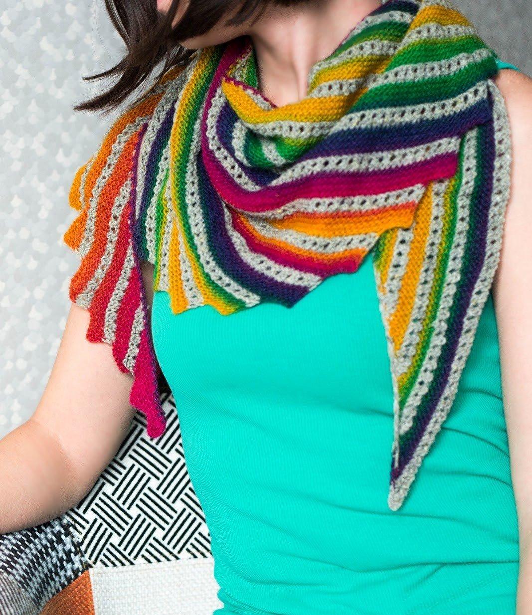 шарф яркий в полоску