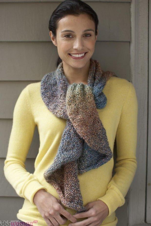 модный шарф 2019 2020: серый вязаный