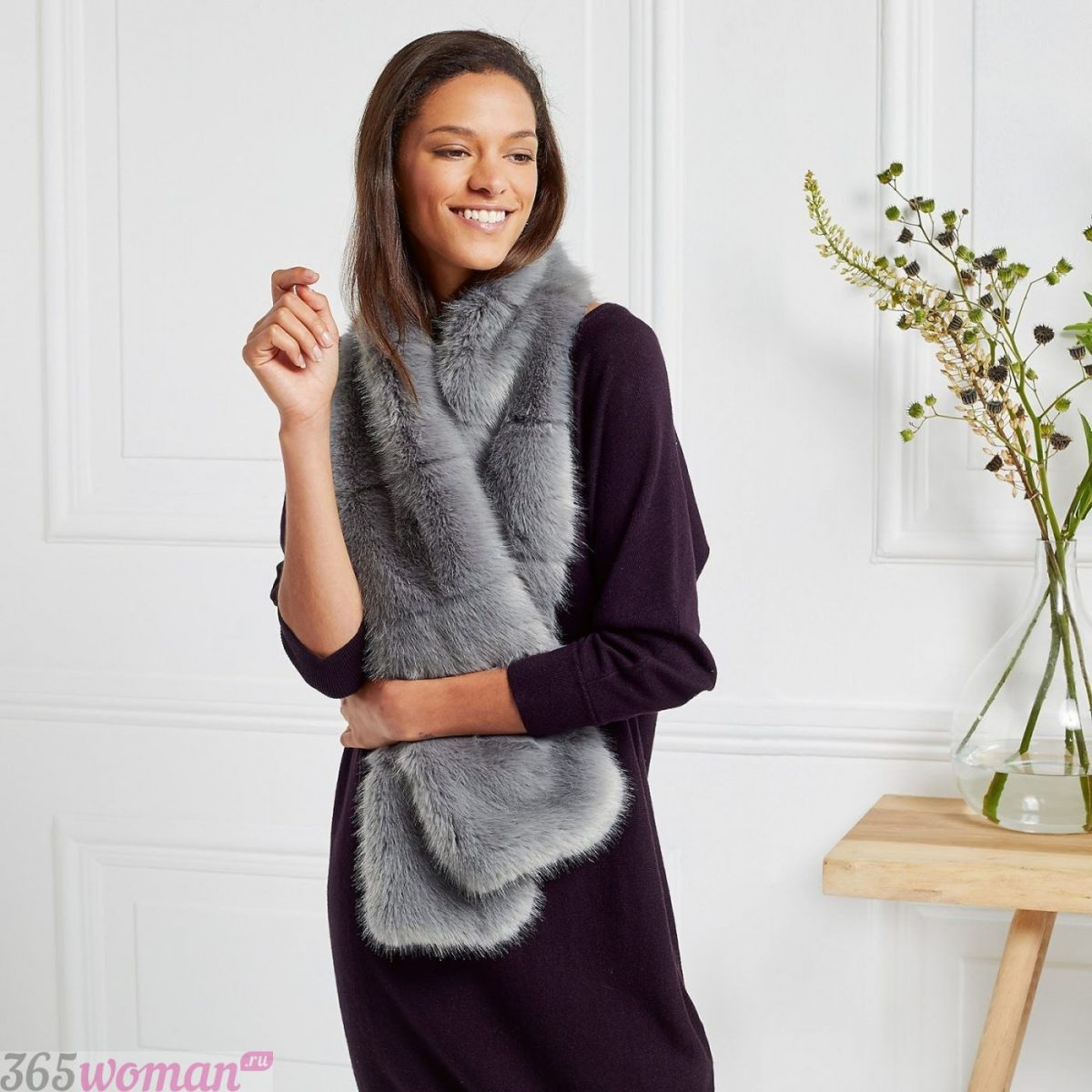 меховой шарф серого цвета