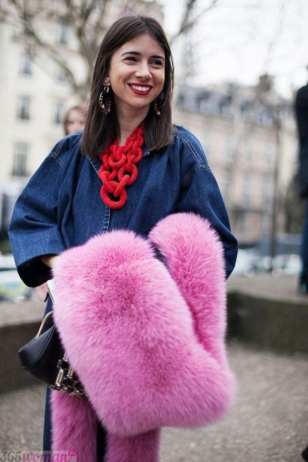 шарфы зима 2019 2020: розовый меховой