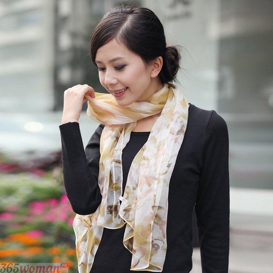 светлый шелковый шарф