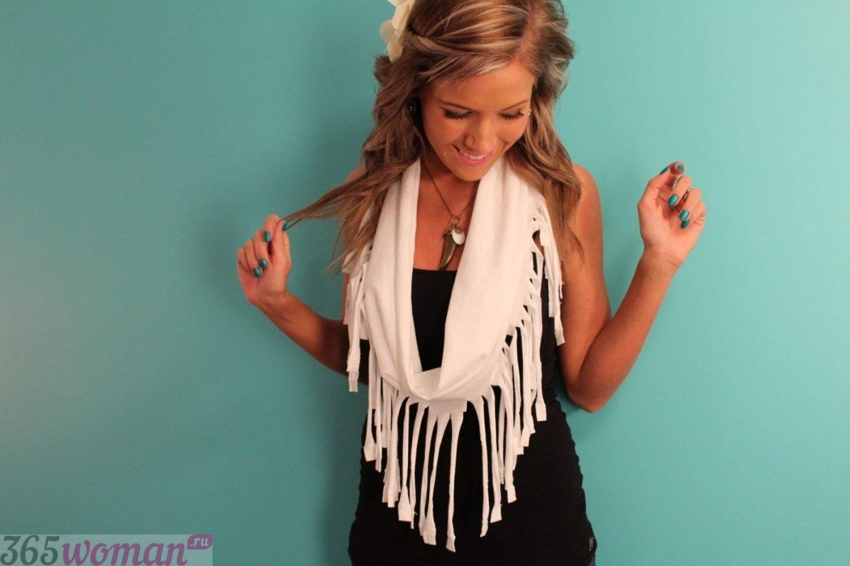 белый шарф с бахромой