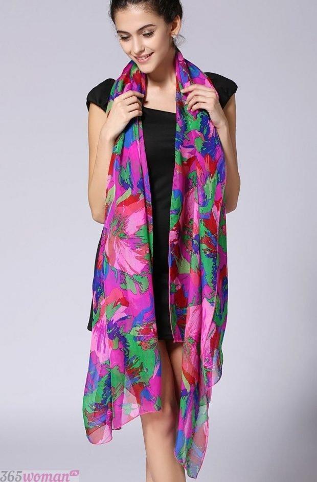 модный шарф 2019 2020: шелковый с цветочным принтом