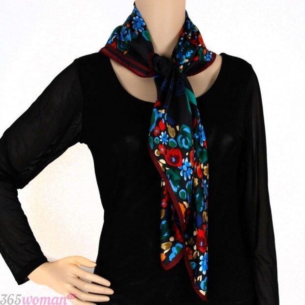 модный шарф 2019 2020: черный шелковый с цветочным принтом