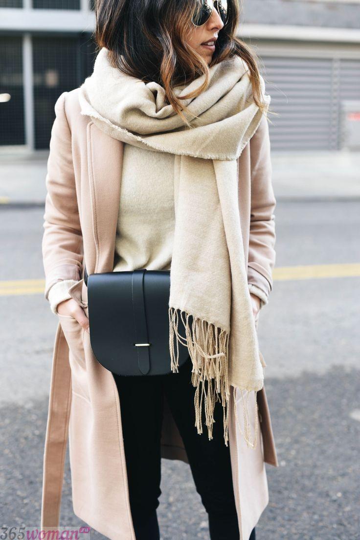 светлый шарф оверсайз с бахромой
