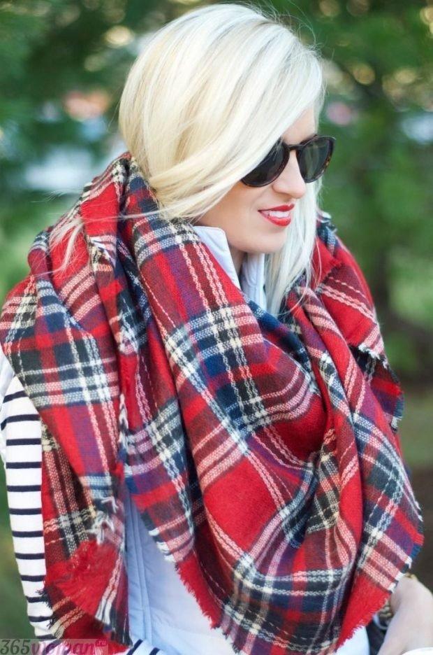 модный шарф 2019 2020: красный оверсайз в клетку