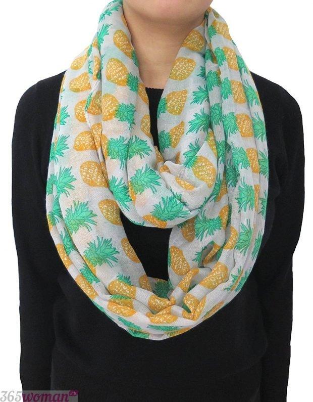 модный шарф 2019 2020: хомут с принтом