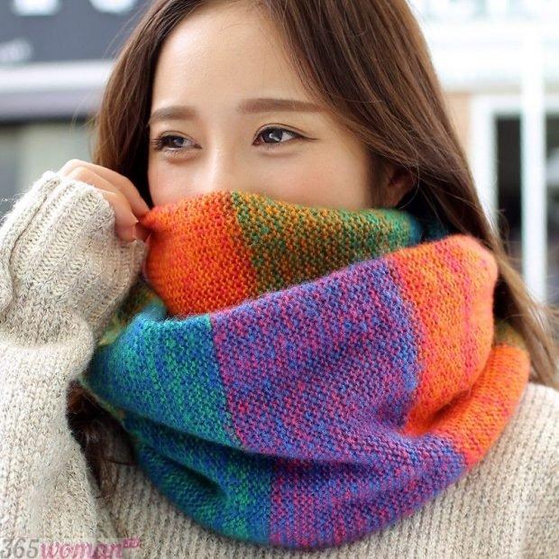 модный шарф 2019 2020: разноцветный хомут