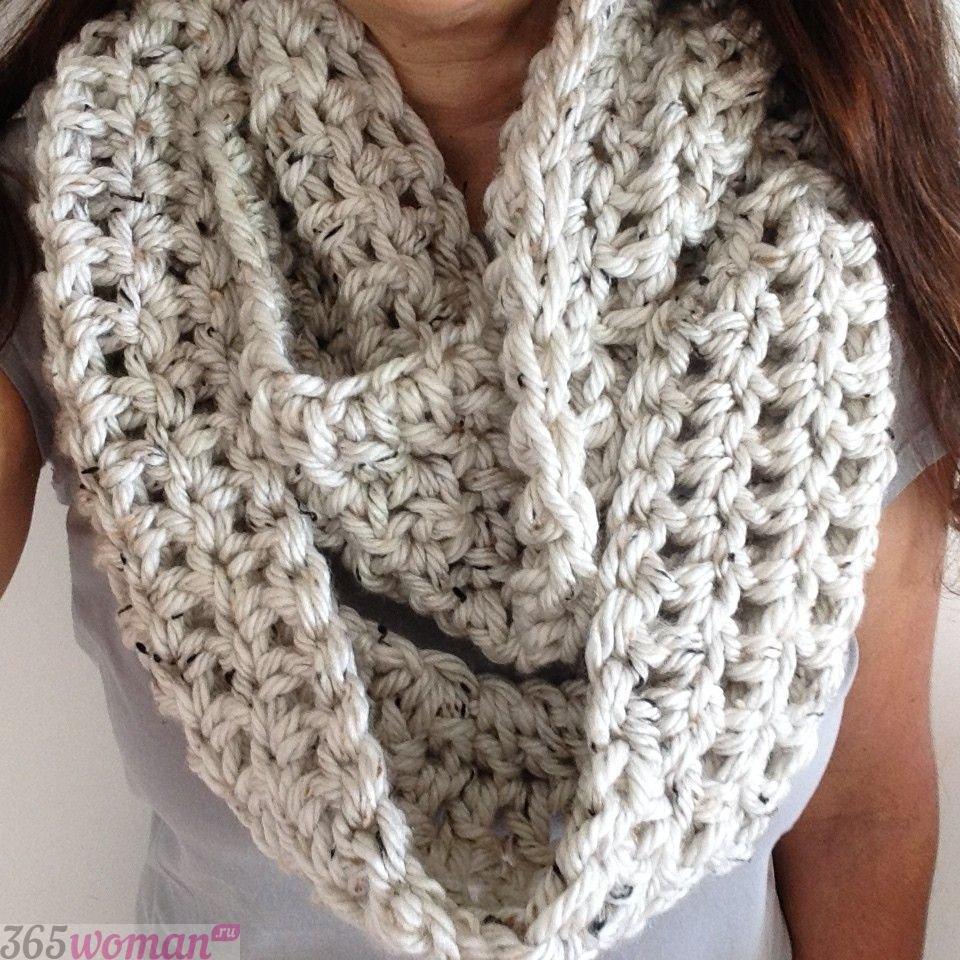 светлый шарф хомут крупной вязки