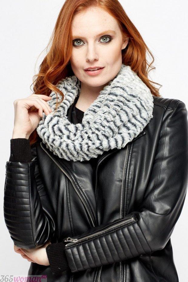 модные шарфы 2019 2020: светлый меховой хомут